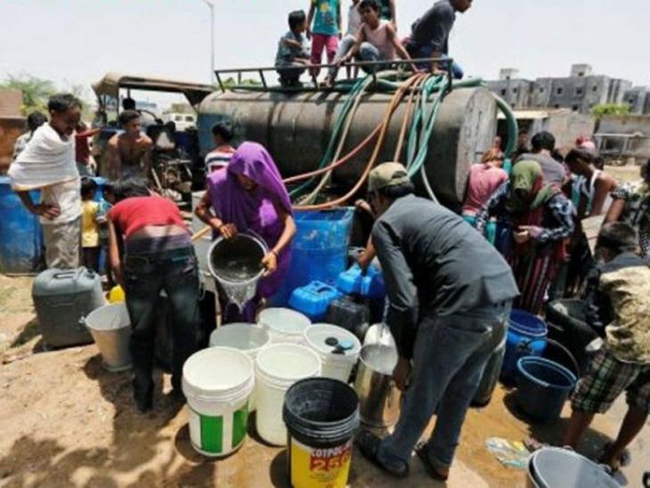 પીવા માટે વ્યક્તિ દીઠ દૈનિક 20થી 30 લિટર અને વપરાશ માટે 150 લિટર પાણી આપવામાં નિષ્ફળ પુરવાર(પ્રતિકાત્મક તસવીર) - Divya Bhaskar