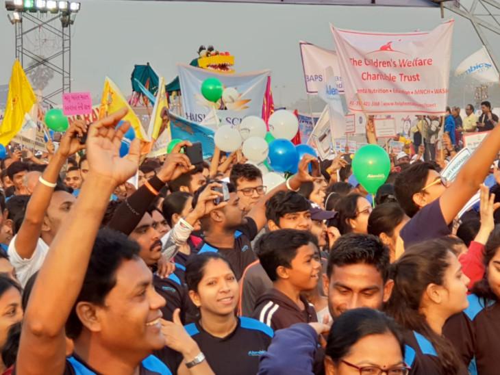 વડોદરા ઇન્ટરનેશનલ મેરેથોનમાં દોડવીરોએ ઉત્સાહપૂર્વક ભાગ લીધો હતો - Divya Bhaskar