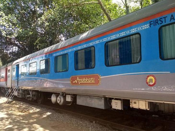 મુંબઈ-અમદાવાદ શતાબ્દી ટ્રેનમાં શરૂ કરાયેલી લાઈબ્રેરીને સારો પ્રતિસાદ મળ્યો|મુંબઇ,Mumbai - Divya Bhaskar