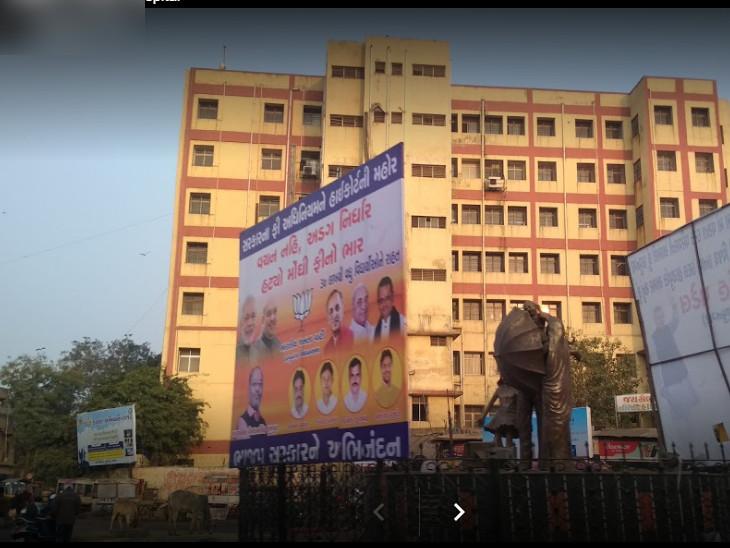અમદાવાદના શારદાબેન હોસ્પિટલના પાંચમાં માળેથી કુદી યુવકની આત્મહત્યા| - Divya Bhaskar