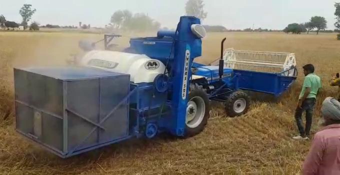 ટ્રેક્ટર ચાલતું જાય ને ઘઉં વાઢતું જાય, દાણા આપોઆપ છૂટા પડે ને ડાંખરી અલગ પેટીમાં ઠલવાય, હાર્વેસ્ટરને ભૂલાવી દે તેવું મશીન| - Divya Bhaskar