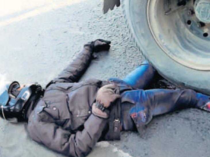 સુરતમાં ઓએનજીસી ચોકડી નજીક ડમ્પરચાલકે બાઇકસવાર સાસુ-જમાઈને કચડી નાખ્યાં|સુરત,Surat - Divya Bhaskar