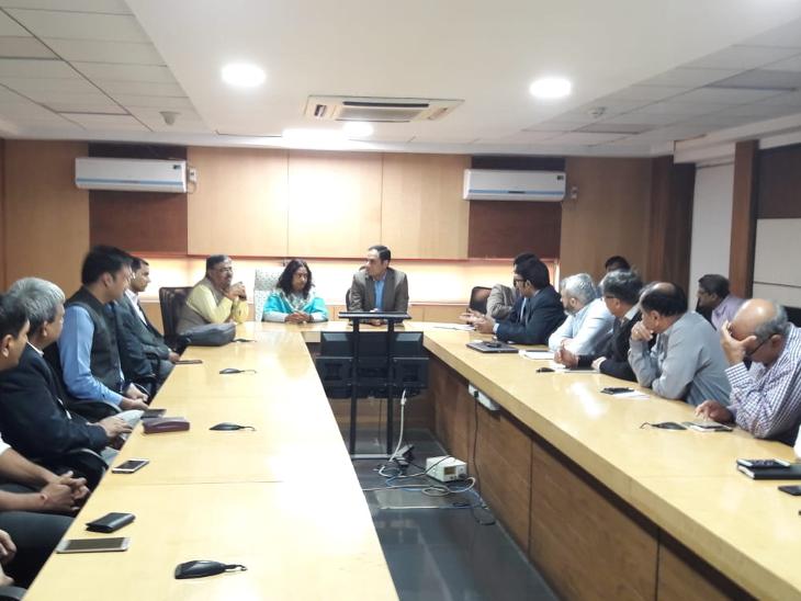 કોર્પોરેશને બહાર પાડેલા બોન્ડ ઇશ્યૂના અવલોકન માટે એનએસઈની એક ટીમ દાણાપીઠ ખાતે આવેલી કચેરીમાં હાજર રહી - Divya Bhaskar