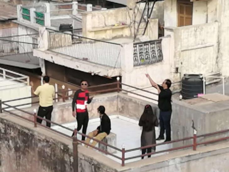 ફાઈલ ફોટો: અમદાવાદની પોળોના હેરિટેજ ધાબાઓ ઉત્તરાયણ માણવા લોકો મનમૂકીને નાણાં ખર્ચી નાંખે છે - Divya Bhaskar