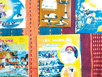 રાજકોટમાં કાર્યક્રમ સરકારી, આસારામનું માર્કેટિંગ થયું  - Divya Bhaskar