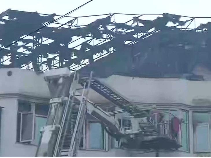 દિલ્હીના કરોલબાગમાં 5 માળની અર્પિત હોટલમાં ભીષણ આગ, 9નાં મોત ઈન્ડિયા,National - Divya Bhaskar