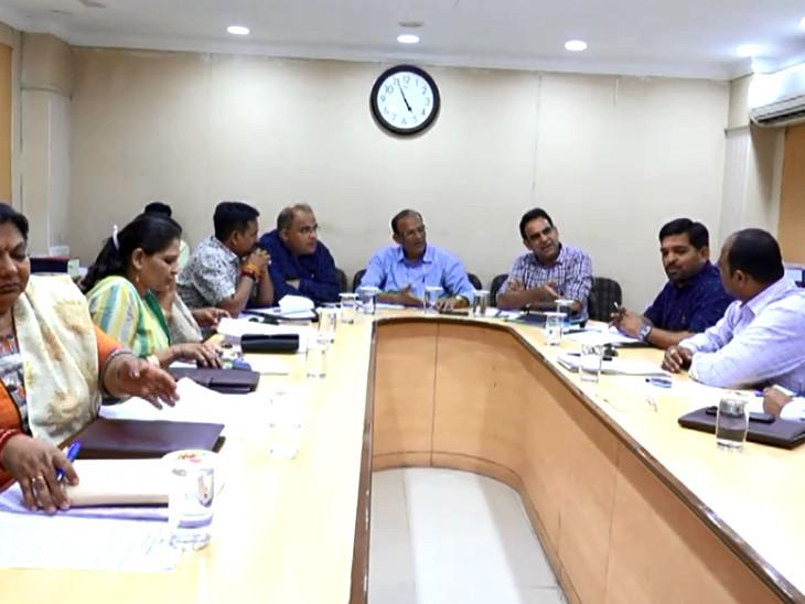 લોકસભા ચૂંટણીની આચારસંહિતા પહેલા VMCએ 355 કરોડના વિકાસ કામો મંજૂર કર્યાં  - Divya Bhaskar
