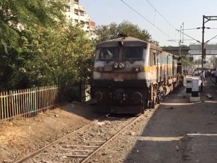 વડોદરા રેલવે સ્ટેશન પર ટ્રેનનું એન્જીન ટ્રેક નીચે ઉતરી જતા દોડધામ  - Divya Bhaskar