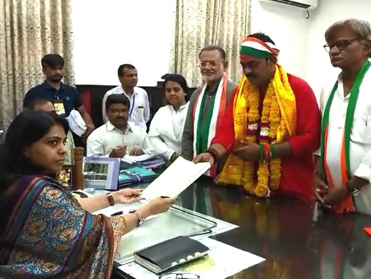 વડોદરા બેઠક પર કોંગ્રેસના ઉમેદવારી પ્રશાંત પટેલે ઉમેવારી ફોર્મ ભર્યું  - Divya Bhaskar