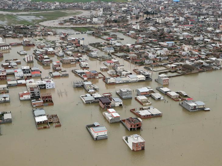 ભારે વરસાદ બાદ મોટાંભાગની નદીઓનું જળસ્તર વધી ગયું હતું. ઇમરજન્સી સર્વિસે લોકોને બહાર નહીં નિકળવાની અપીલ કરી હતી. - Divya Bhaskar