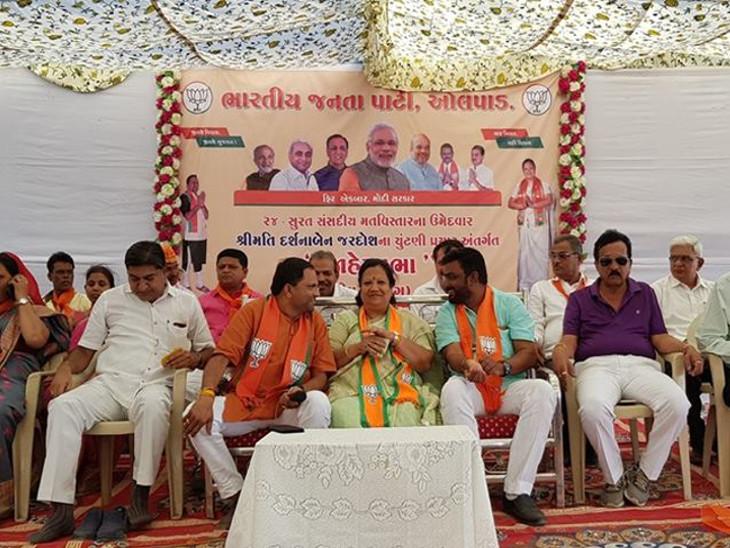 કીમમાં સુરત ભાજપ ઉમેદવારની જાહેર સભામાં 100થી વધુ કોંગીઓ ભાજપમાં જોડાયા| - Divya Bhaskar