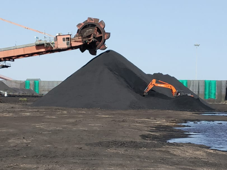 નાયરા એનર્જીના ગોડાઉનમાંથી 30.57 કરોડના કોલસાની ચોરી, કેટલાક કર્મચારીઓ ભૂગર્ભમાં?|જામનગર,Jamnagar - Divya Bhaskar