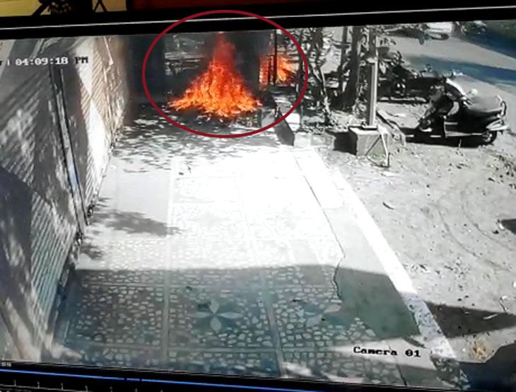 કેવી રીતે તક્ષશિલા આર્કેડમાં આગ લાગી હતી? CCTVમાં જોવા મળ્યા દ્વશ્યો|સુરત,Surat - Divya Bhaskar