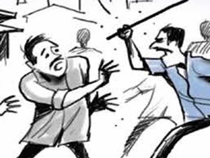 4 મિત્રના ઝઘડામાં વચ્ચે પડેલા લોકોએ કિશોરને લાકડીઓ ફટકારી મારી નાખ્યો  - Divya Bhaskar