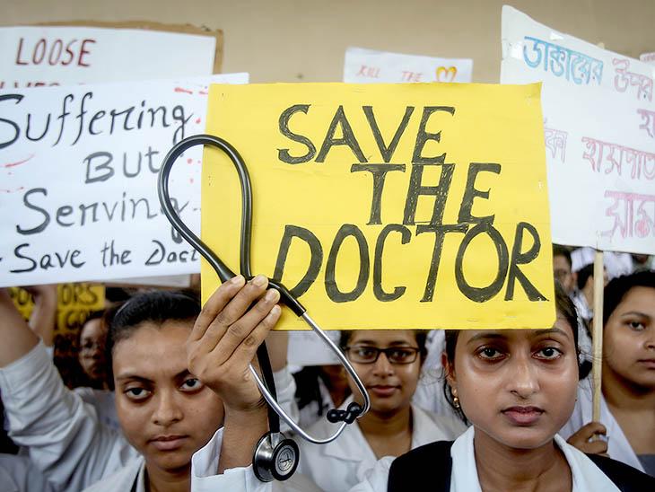 ડોક્ટર્સની હડતાળના સમર્થનમાં ઉતર્યા દિલ્હી-મુંબઈના ડોક્ટર્સ, દર્દીઓ પરેશાન|ઈન્ડિયા,National - Divya Bhaskar