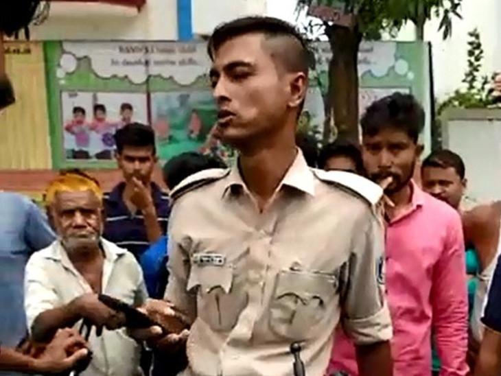 રિક્ષા અને બાઇક વચ્ચે અકસ્માત થતાં પોલીસ કર્મીની એક તરફી કામગીરીથી લોકોએ રોષ ઠાલવ્યો| - Divya Bhaskar