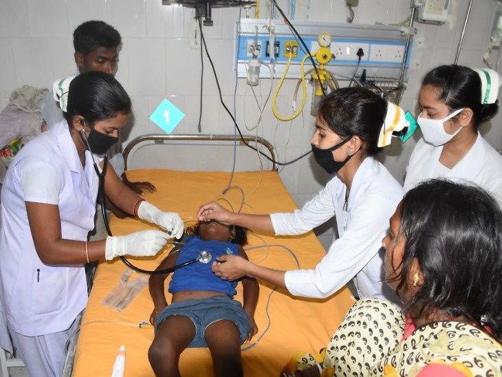 મગજના તાવમાં 15 દિવસમાં 67 બાળકોના મોત, સ્વાસ્થય મંત્રીએ કહ્યું- આના માટે સરકાર જવાબદાર નથી|ઈન્ડિયા,National - Divya Bhaskar
