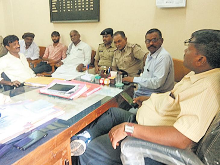 જિ.પં.માં સિંચાઇના અધિકારીને લાફા ઝીંકી મંડળીના મંત્રીનો દવા પીવાનો પ્રયાસ|સુરેન્દ્રનગર,Surendranagar - Divya Bhaskar