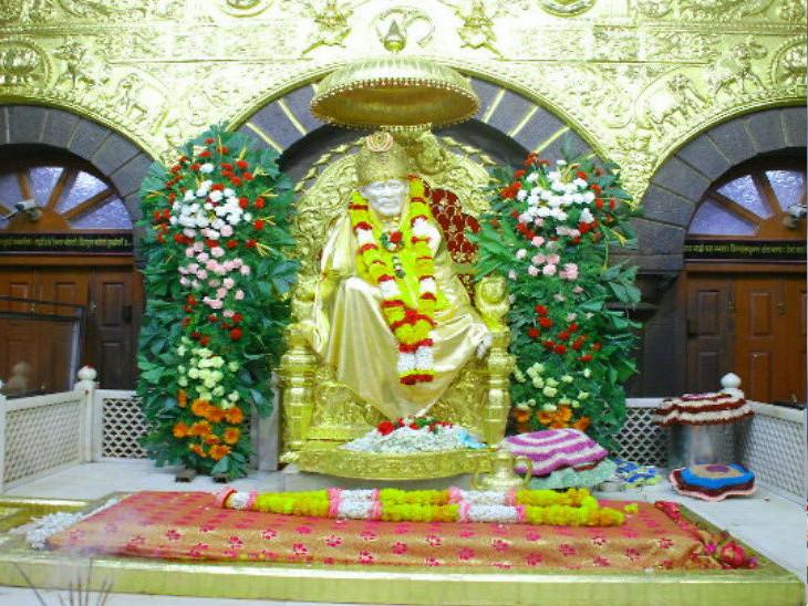 શ્રી સાંઈબાબા સંસ્થાન ટ્રસ્ટના સીઈઓએ કહ્યું, 'બેન્ક પાસે મંદિરમાં ભેટમાં આવેલા સિક્કા રાખવા જગ્યા નથી'| - Divya Bhaskar