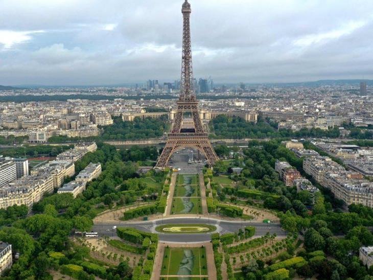 એફિલ ટાવર નજીક ફ્રેન્ચ આર્ટિસ્ટનો કમાલ, નિરાશ્રિતોની અવદશા દર્શાવવા 2 હજાર ફૂટ લાંબું આર્ટવર્ક બનાવ્યું  - Divya Bhaskar