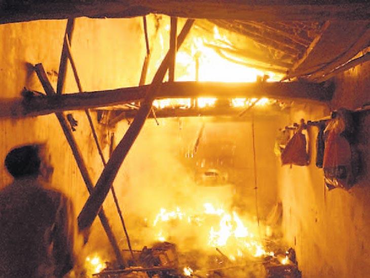 પંચાલ ગામે મકાનમાં આગ લાગતાં બે વૃદ્ધ સગી બહેનોનાં દાઝી જવાથી મોત|હિંમતનગર,Himatnagar - Divya Bhaskar