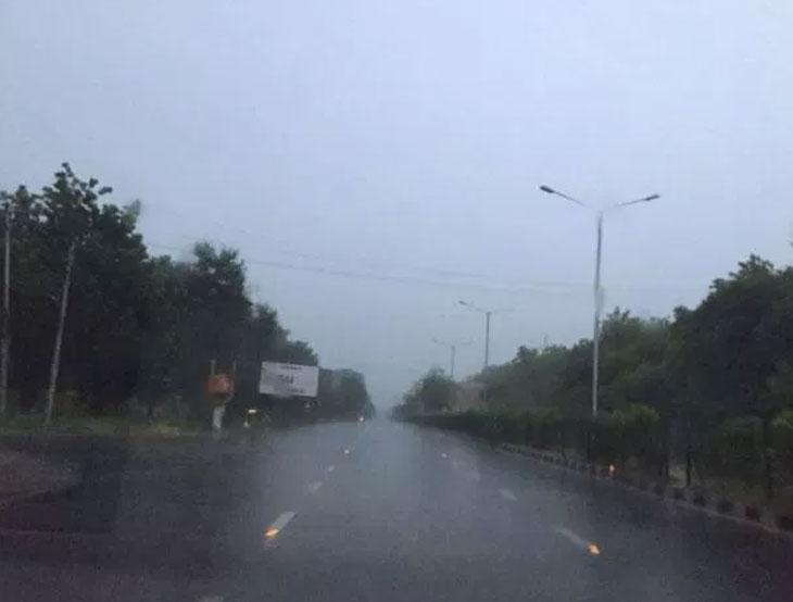 શહેરના કેટલાક વિસ્તારોમાં વરસાદ બાદ ઉકળાટ, બફારાથી નાગરિકો હેરાન પરેશાન| - Divya Bhaskar