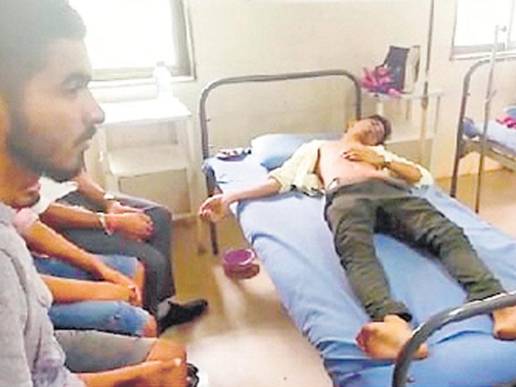 શાળાનાં 12 વિદ્યાર્થીઓએ સેલવાસમાં દારૂની મહેફિલ માણી, યુનિફોર્મમાં હોવા છતાં બારમાં દારૂ આપ્યો|વલસાડ,Valsad - Divya Bhaskar