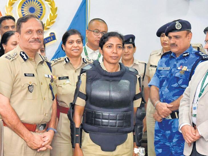 દેશમાં પ્રથમ વાર મહિલા સૈનિકો માટે બોડી પ્રોટેક્ટર લોન્ચ ઈન્ડિયા,National - Divya Bhaskar