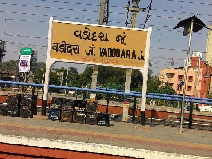 રેલવે સ્ટેશન પાસેથી અજાણ્યા યુવકનો મૃતદેહ મળી આવ્યો  - Divya Bhaskar
