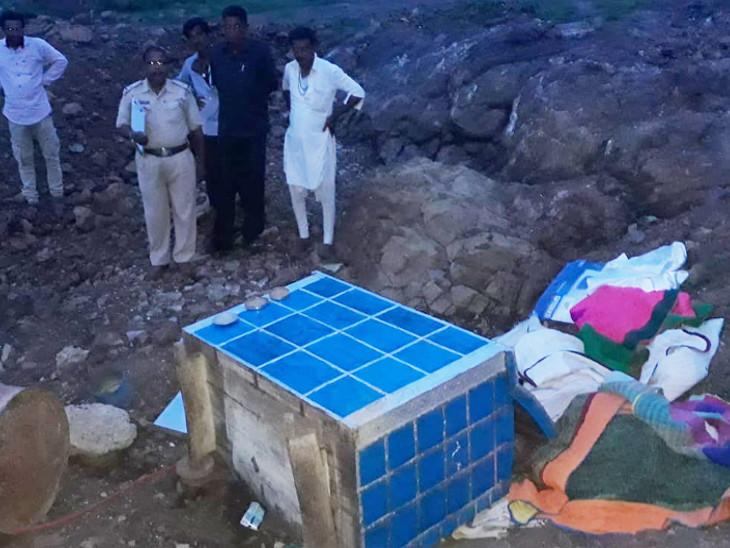જૂનીકાતર ગામે બીમારી-દરિદ્રતાનું કારણ બનેલી ઘરવખરીને વડીલો અવાવરૂ જગ્યાએ મુકી આવ્યા|અમરેલી,Amreli - Divya Bhaskar