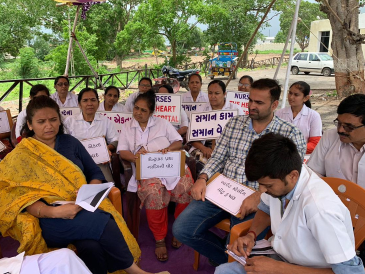 સિવિલ હોસ્પિટલમાં નર્સિગ સ્ટાફના ધરણા, પગાર વધારા અને પેન્શન સ્કીમ સહિતની માંગ કરી| - Divya Bhaskar
