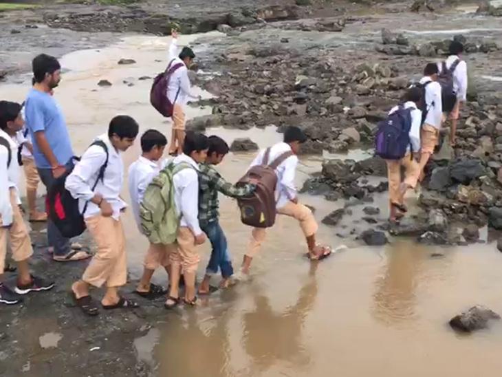 4 યુવાન તણાયા, બાળકનું મોત, રસ્તાઓ ધોવાયા, નીચાણ વાળા વિસ્તારોમાં હજુ પાણી| - Divya Bhaskar