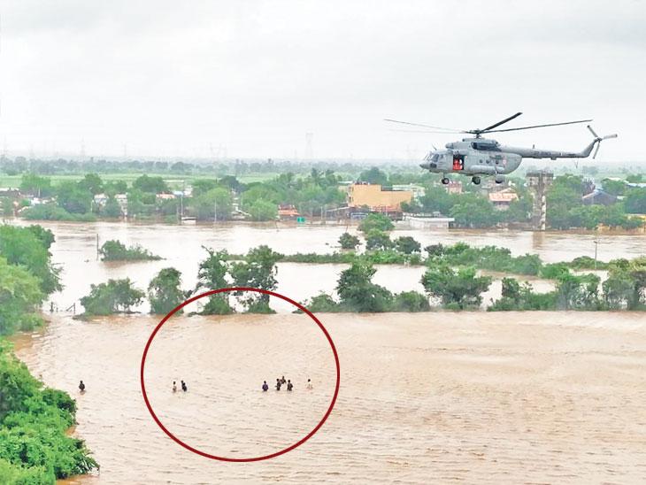 એરફોર્સે એરલિફ્ટ કરીને 13 લોકોને બચાવ્યા|ઈન્ડિયા,National - Divya Bhaskar
