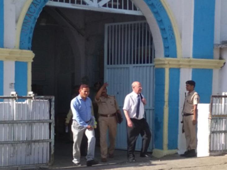 બે આરોપીને લંડનથી લાવવા SPએ જૂનાગઢ જેલનું ચેકીંગ કર્યું જુનાગઢ,Junagadh - Divya Bhaskar