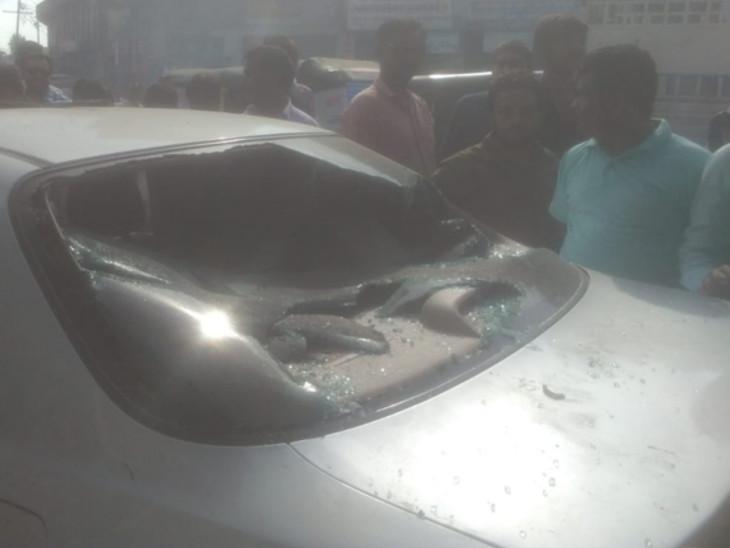 નશામાં ધૂત પીલુદરા ગામના ઉપસરપંચે અકસ્માત કર્યો, ચાર વ્યક્તિ ઇજાગ્રસ્ત|મહેસાણા,Mehsana - Divya Bhaskar