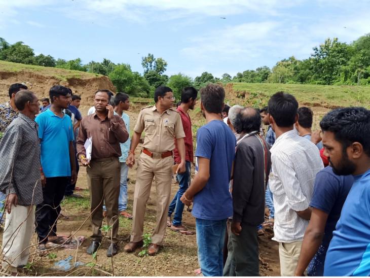 ખેરગામ તાલુકાના ભૈરવી ગામે પોલીસને જોઈ પાંચ જુગારીઓ નદીમાં પડ્યાં, એકનું મોત|નવસારી,Navsari - Divya Bhaskar