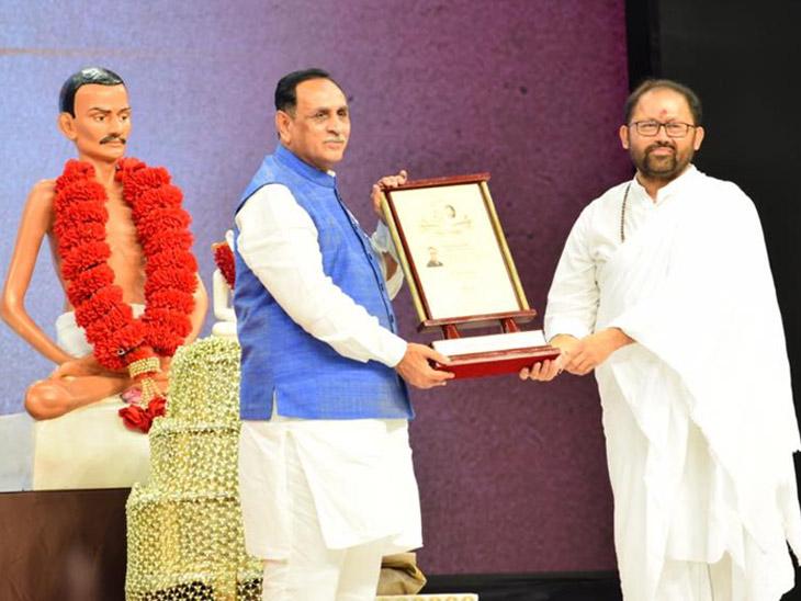 મુખ્યમંત્રી રૂપાણીનું શાસનરત્ન એવોર્ડથી સન્માન, કહ્યું-દિવ્ય ભારત અને ભવ્ય ગુજરાતનું નિર્માણ કરીશું| - Divya Bhaskar