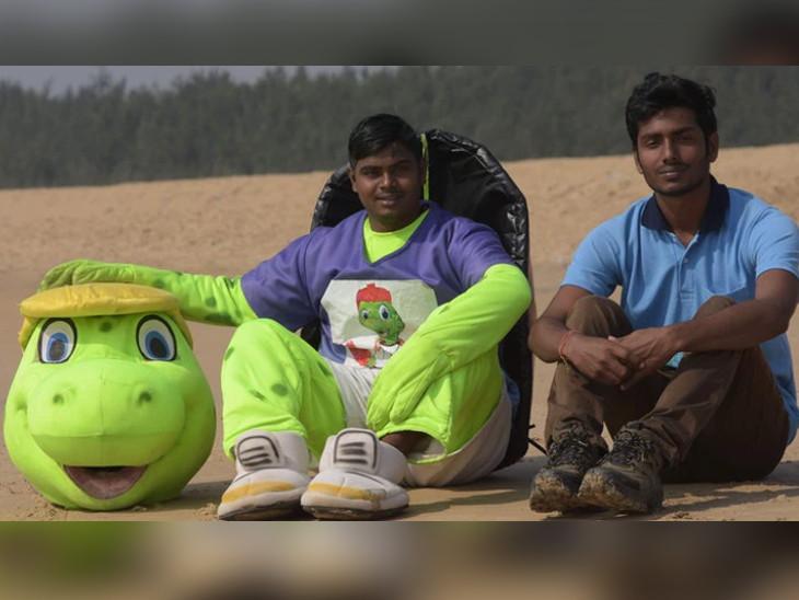 ઓરિસ્સાના બે મિત્રો કાચબા માટે પ્લાસ્ટિકના કચરાથી ભરેલો સમુદ્ર કિનારો સાફ કરે છે| - Divya Bhaskar