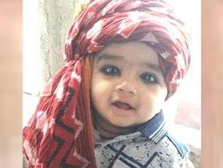 લોખંડનો ડેલો માથે પડતા 2 વર્ષના અને રમતાં રમતાં પાણીની ટાંકીમાં પડી જતા દોઢ વર્ષના બાળકનું મોત| - Divya Bhaskar