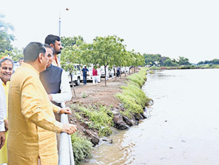 ઉગામેડી ખાતે નવનિર્મિત ધર્મનંદન સરોવરનું મુખ્યમંત્રીએ લોકાર્પણ કર્યું બોટાદ,Botad - Divya Bhaskar