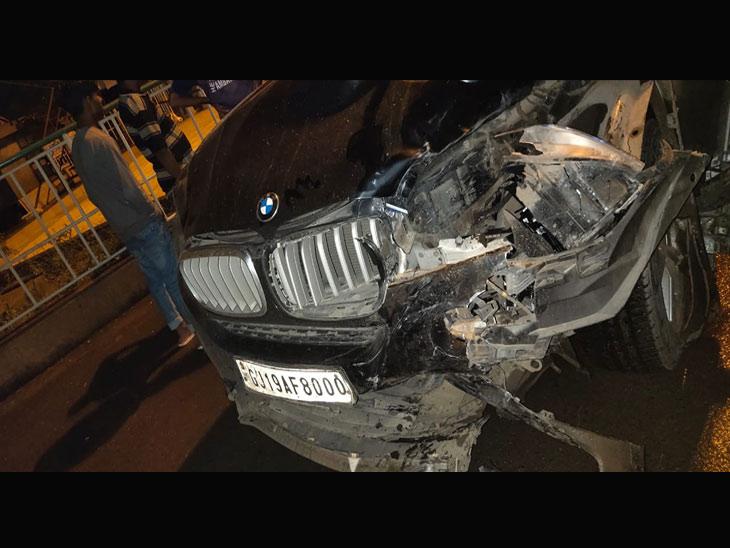 ડુમસ એરપોર્ટ નજીક મોડી રાત્રે BMW કારની ટક્કરે એક બાઇકસવારનું મોત, એક ગંભીર સુરત,Surat - Divya Bhaskar