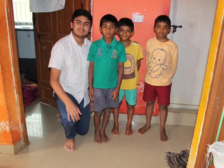 સિદ્ધાર્થ સંતોષ અનાથાશ્રમના બાળકો સાથે - Divya Bhaskar