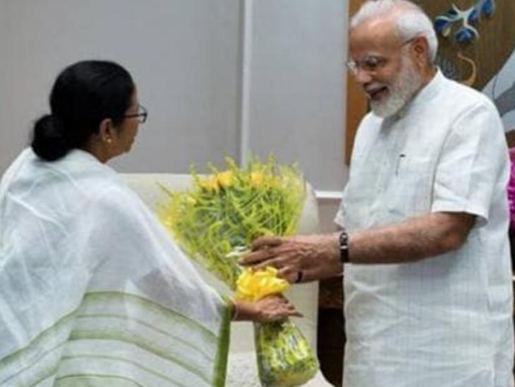 પશ્વિમ બંગાળના મુખ્યમંત્રી મમતા બેનર્જી PM મોદીને મળ્યાં, મિઠાઇ અને કૂર્તો ભેટમાં આપ્યા ઈન્ડિયા,National - Divya Bhaskar