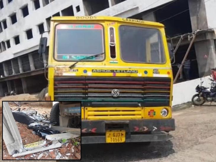 મોડાસામાં ગેરકાયદે ખનીજ વહન કરતું ડમ્પર ઝડપાયું, ચાલક કૂદીને નાસતા બાઈક અને વીજપોલને અથડાયું  - Divya Bhaskar