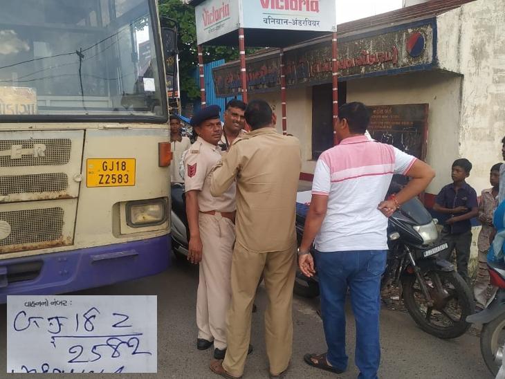 મોડાસામાં સીટ બેલ્ટ ન બાંધતા ST બસનો ડ્રાઈવર દંડાયો, પોલીસે મેમો ફટકારવામાં ભૂલ કરી  - Divya Bhaskar