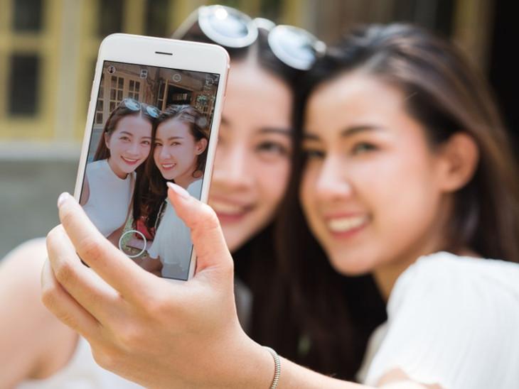 જાપાનમાં સોશિયલ મીડિયા પર ફોટો પોસ્ટ કરવા ભાડે દોસ્ત મળે છે, 2 કલાકના 5 હજાર રૂપિયા| - Divya Bhaskar