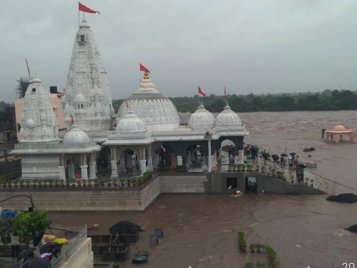 દેવભૂમિ દ્વારકાના ભાણવડમાં 13 ઈંચ વરસાદ, હજી બે દિવસ ભારે વરસાદની આગાહી; રાજ્યમાં લીલો દુષ્કાળ|ઈન્ડિયા,National - Divya Bhaskar