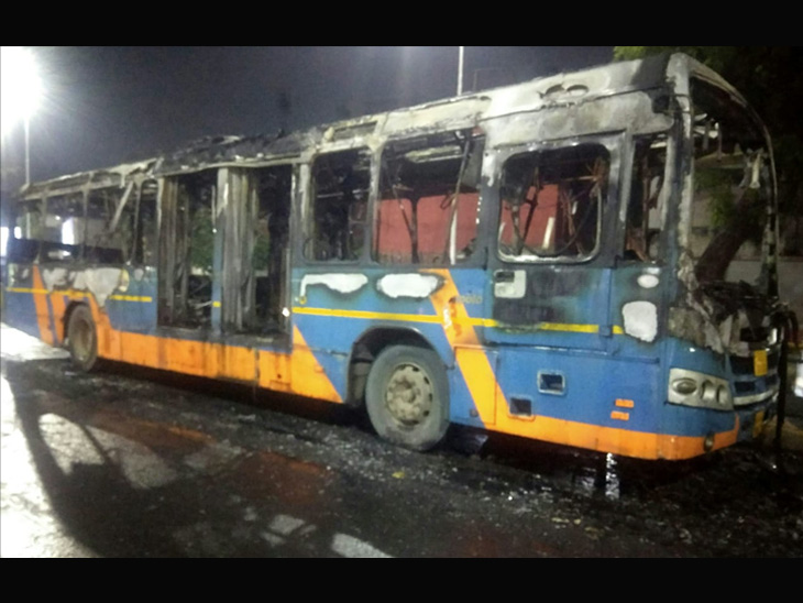 BRTS બસમાં આગ - Divya Bhaskar