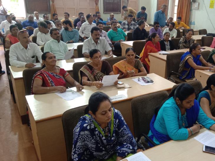 પાલિકામાં ડખો, પ્રદેશ પ્રમુખની સૂચનાથી સભા મુલતવી પાટણ,Patan - Divya Bhaskar