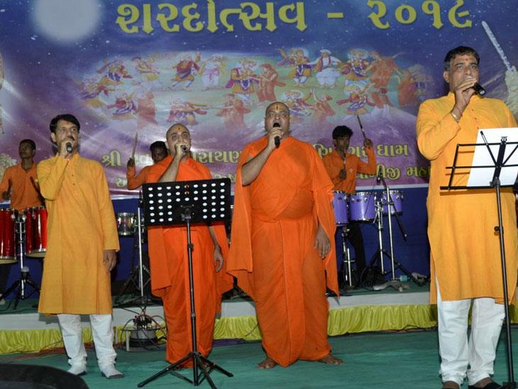 સ્વામિનારાયણ મંદિર- મણિનગર, ભુજ, વાઘજીપુર, મોરડુંગરા, સ્વામિબાપા પાલ્લીમાં આનંદોલ્લાસપૂર્ણ શરદોત્સવ ઉજવાયો| - Divya Bhaskar